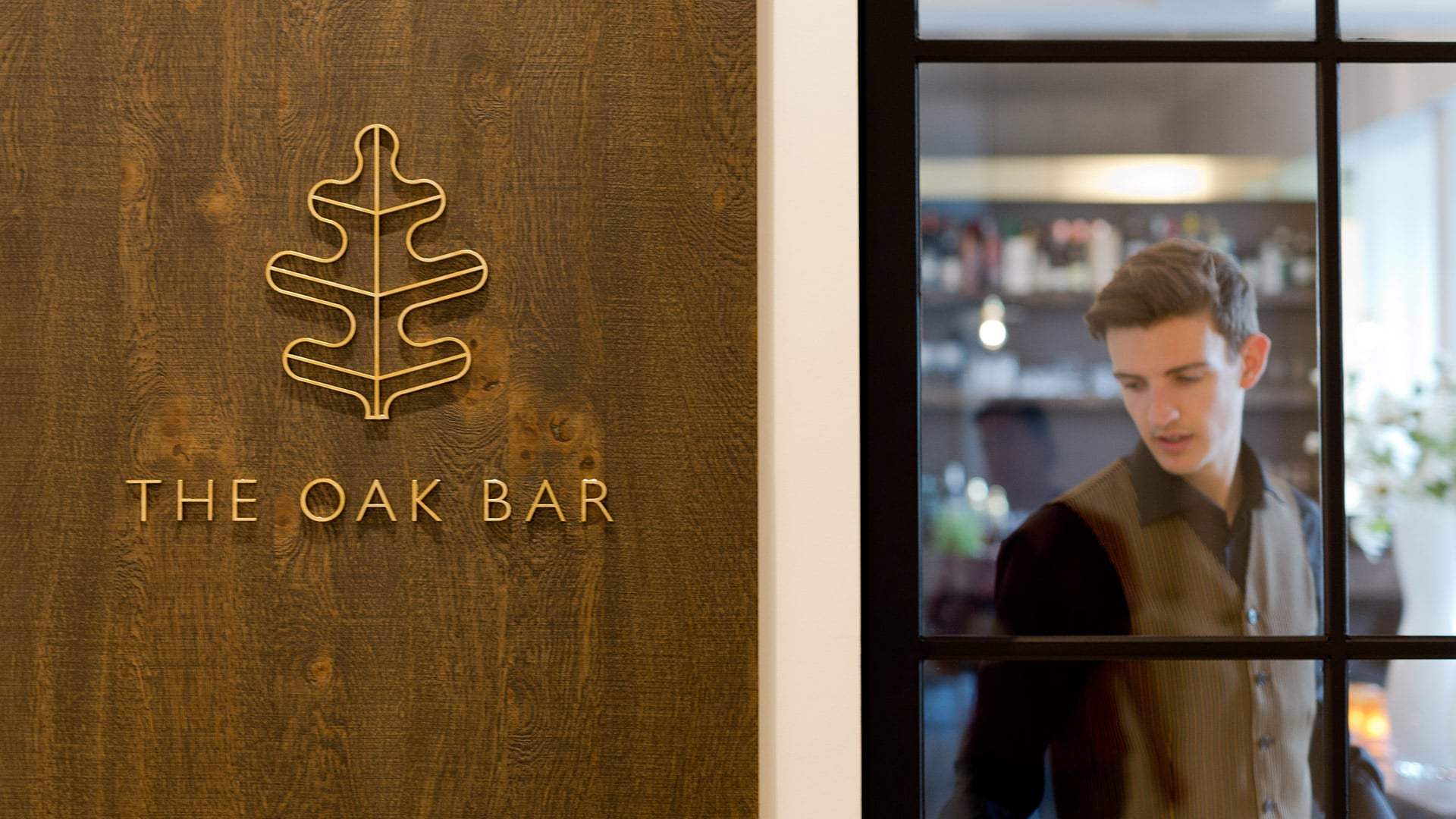 Meeting Point Oak Bar - Den Hof